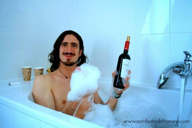beber vino en la bañera