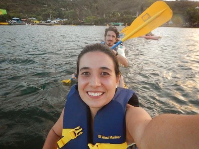 kayak en bahia bioluminiscente