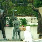 NOSTALGIA COMUNISTA EN ALBANIA: CONVERSANDO CON LOS DINOSAURIOS: