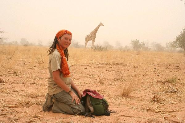 En alguna parte del África Occidental, junto a una manada de jirafas .