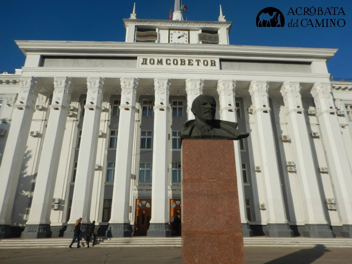 Monumentos soviéticos abundan en las calles de Tiraspol.