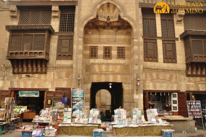 Una caravanserai en Cairo: donde antes llegaban caravanas, ahora florecen libros.