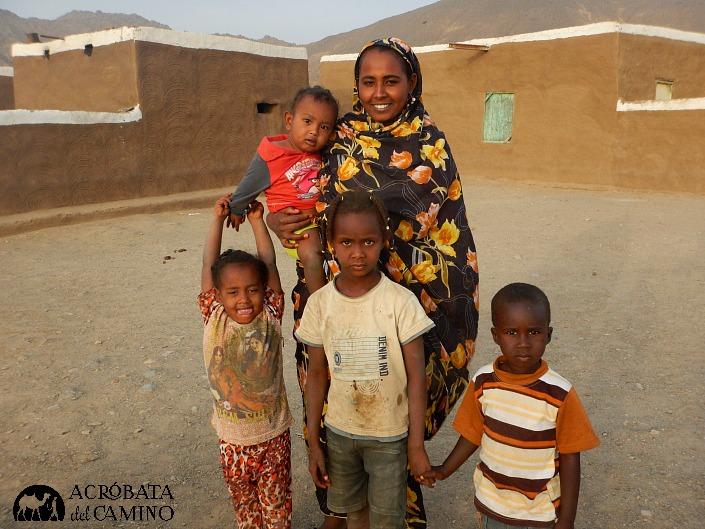 Durante la última semana recorrimos a pie las aldeas nubias a lo largo del Nilo, en Sudán. Toda su cultura está amenazada por la construcción de una represa. Fuimos anotando en nuestras libretas cada voz de resistencia.