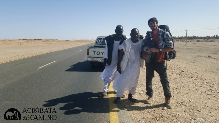 ¡A dedo por las rutas sudanesas!