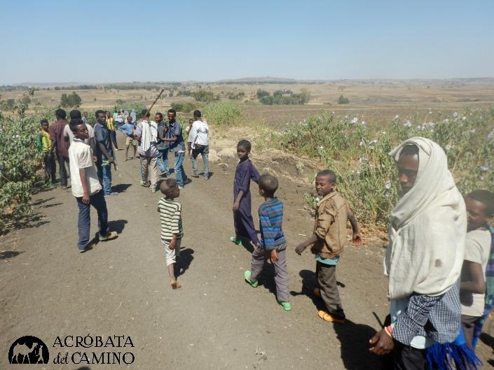 Llegamos a tener 60 niños alrededor durante más de un kilómetro de marcha.