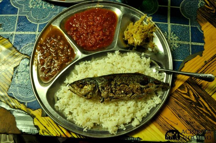 arroz con frejoles y pescado