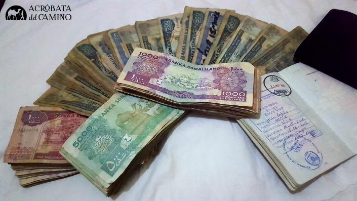 C mo llevar el dinero en un viaje largo acr bata del camino for Cuanto se puede sacar de un cajero