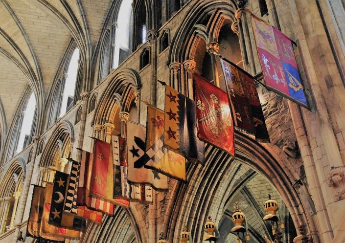 banderas en la catedral de san patricio