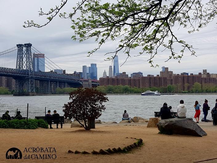 Grand Ferry park vista de Manhattan