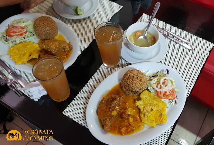 Plato de arroz con coco en Sierva María