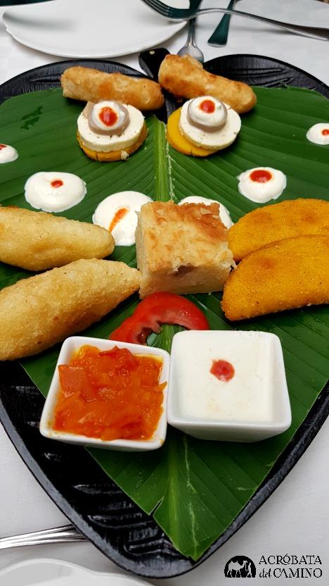 caramañolas de jaiba y dedos de pescado en Cande