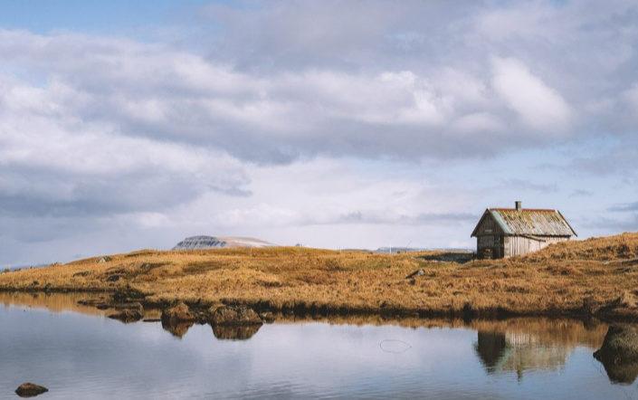 Cabaña junto al mar en la isla de Sandoy