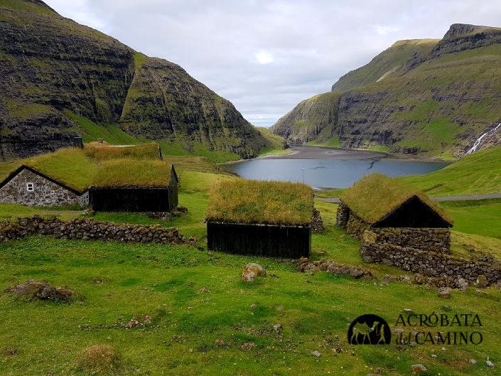 casas con techo de hierba en Saksun Islas Feroe