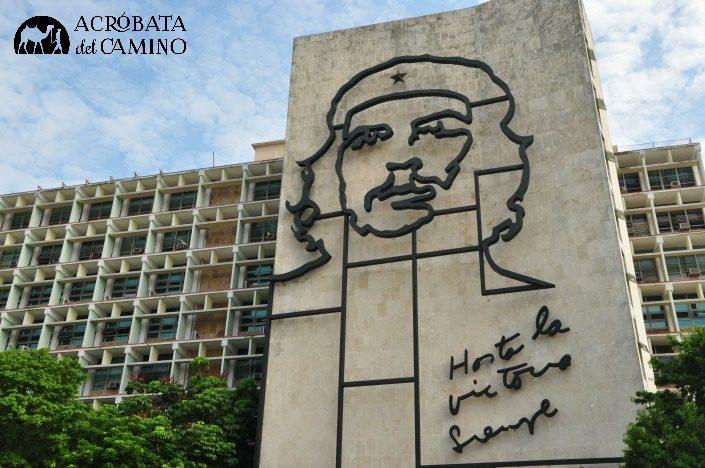 imagen del cheguevara en la plaza de la revolucion de la habana