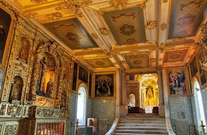 interior del museo del azulejo de lisboa