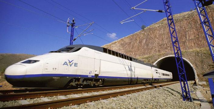 tren ave saliendo de un tunel