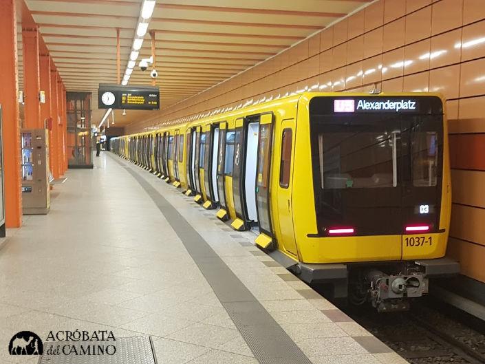 S bahn en Alexanderplatz
