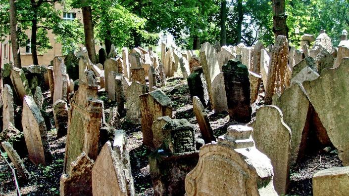 lapidas antiguas cementerio judio de Praga