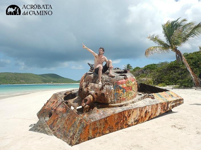 tanque de guerra en playa flamenco puerto rico