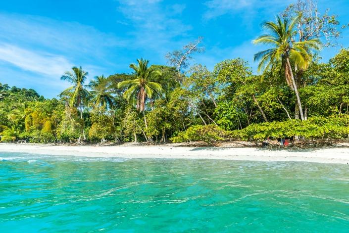 playa solitaria en Manuel Antonio