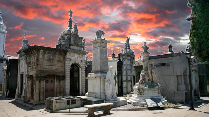 cementerio de recoleta al atardecer