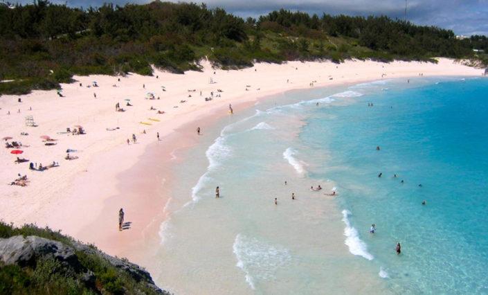 playa de arenas rosadas en bermuda