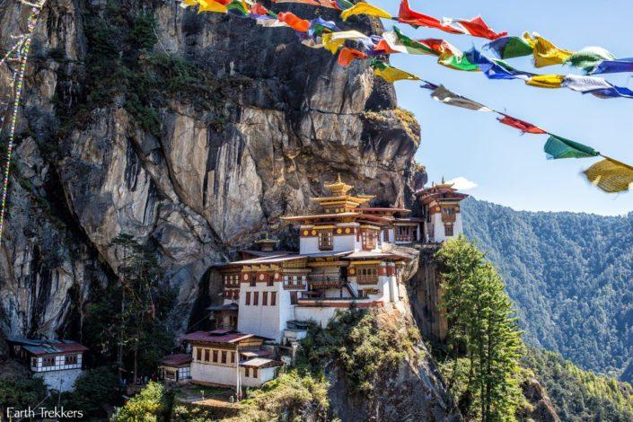 monasterio colgado de un precipicio en Butan