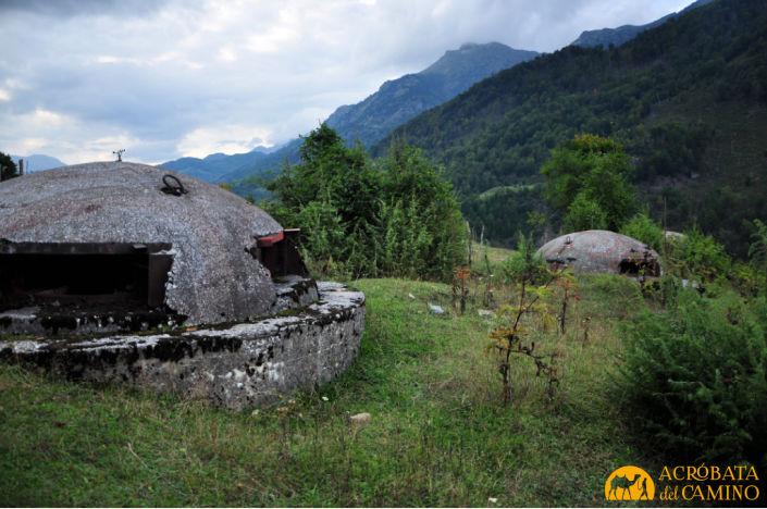 hileras de bunkers en la frontera entre Montenegro y Albania