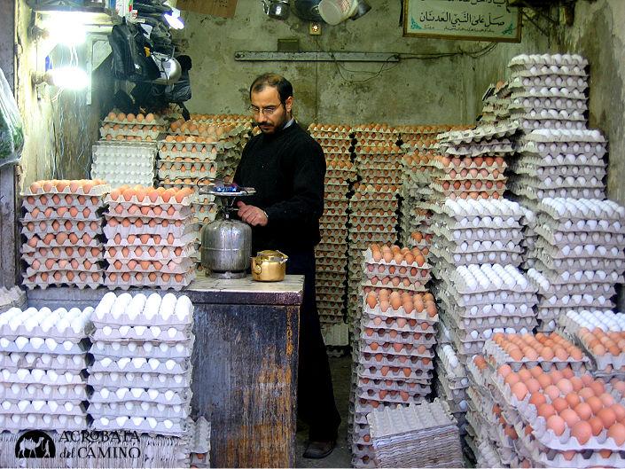 vendedor de huevos en el bazar de Damasco