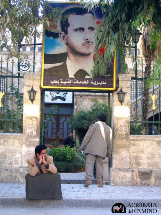 retrato del presidente sirio Al Assad