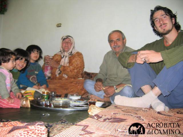familia siria almorzando