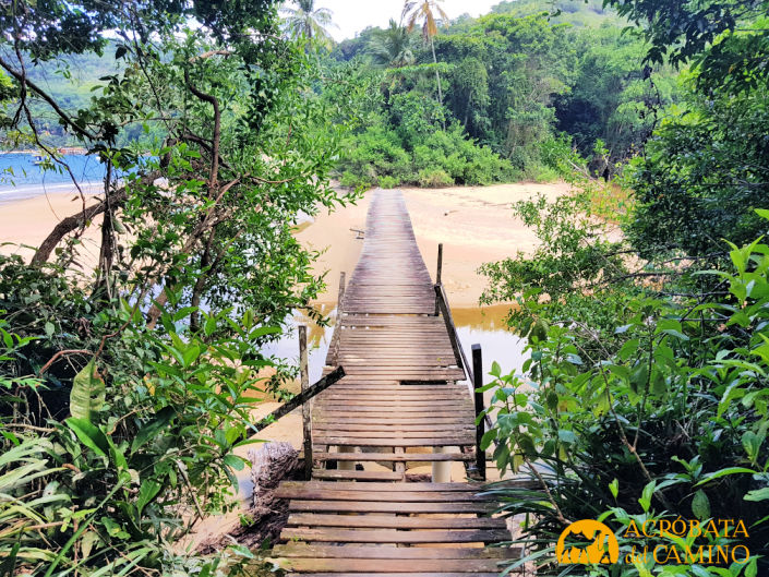puente en la trilha a lopes mendes
