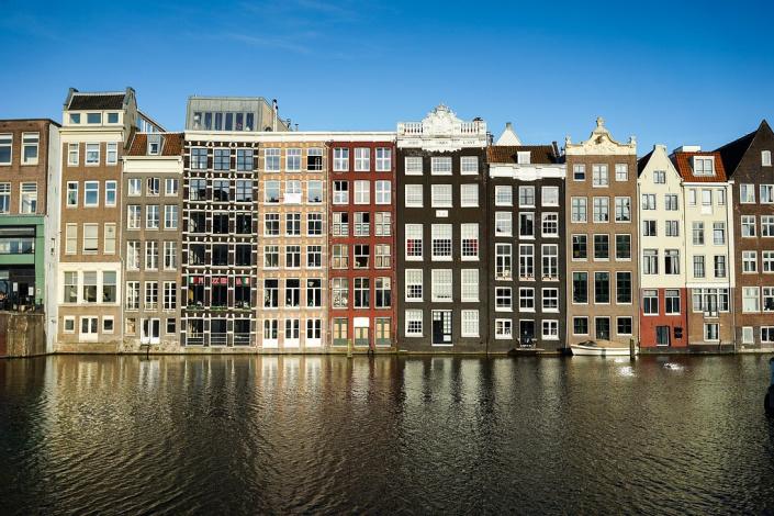 fachadas de casas antiguas en Amsterdam