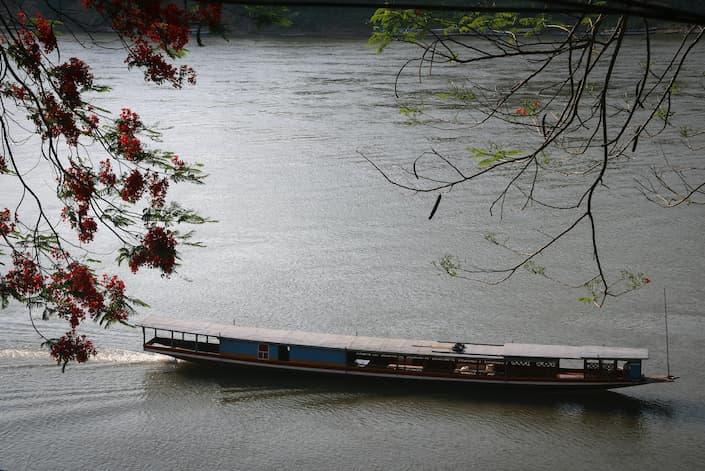 bote lento luang prabang mekong