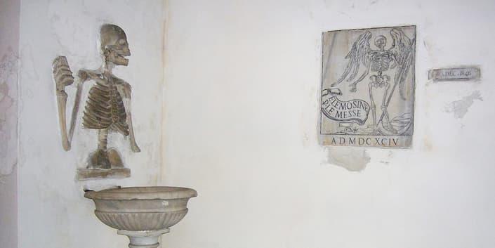 planes alternativos Roma placa sobre la muerte Iglesia di Santa María