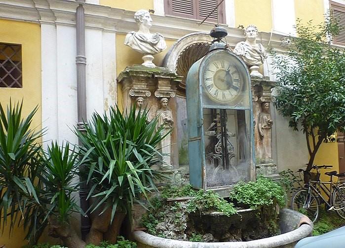 Roma alternativa reloj de agua Palacio Berardi